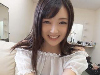 鈴原エミリ