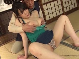 【美波瀬奈】都会から山村に移住した巨乳若奥さんが村人のおっさんにフェラ抜きさせられる!