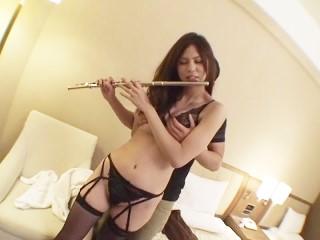 【芹澤サラ】美脚に網タイツのランジェリー姿でハメられるスタイル抜群のハーフ美少女
