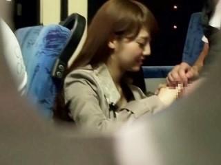 【みづなれい】路線バスで男の乗客を誘惑してフェラ抜きする美形痴女【みずなれい】