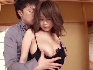 【桜木莉愛】彼氏だけじゃ物足りず、手のひらに収まりきらない爆乳を揺らせて浮気セックスでハメまくる淫乱なお姉さん