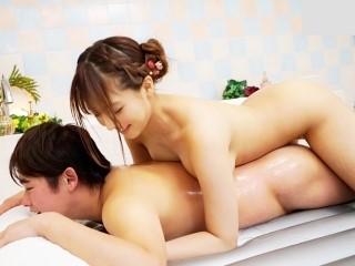 【三上悠亜】国民的アイドルソープ嬢!ローションでヌルヌルなってマットプレイでご奉仕してくれるS級美少女