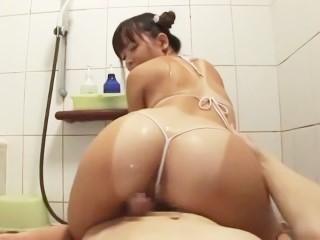 【芹沢つむぎ】マイクロビキニ姿でお風呂でローション尻コキプレイをするロリ娘