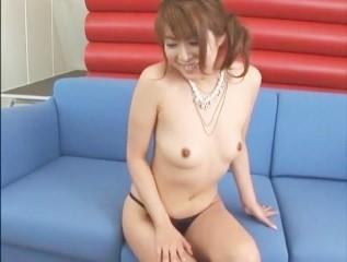 【小野今日子】ソファーに座って股を開いて大人の玩具で責められるなお姉さん