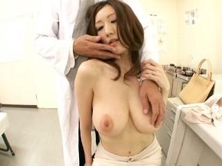 【JULIA】巨乳を触診して興奮した鬼畜医者に抵抗しきれず犯される色白スレンダー美女