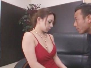 【織田真子】《OL》キャバ嬢風のドレスに着替えさて、色白豊満ボディを駆使して訪問客の相手をさせられる美人OL