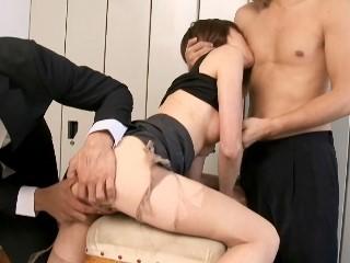 【小森愛】犯された美人女教師!更衣室で襲われて抵抗しきれず輪姦3Pレイプ!