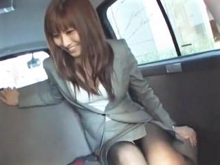 【紗奈】スタイル抜群な美人受付嬢が仕事中にリモコンローターを仕込まれて羞恥プレイ!