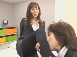 【澤村レイコ】スーツ姿のスレンダー美熟女OLが部下を相手にSっ気たっぷりに挑発FUCK!(高坂保奈美、高坂ますみ)