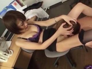残業中の美人OLがローターオナニー中に同僚に見られてそのまま誘惑して着衣ガン突きセックス!