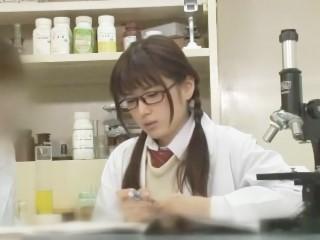 制服姿のロリカワ女子校生が理科室で実験そっちのけで同級生と濃密セックス!