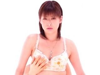 【夏目ナナ】綺麗な美乳ボディで激しく喘ぎながら男に跨り卑猥に腰を振るS級美女