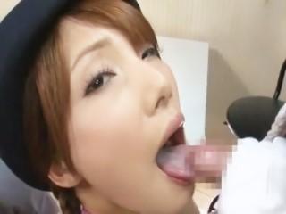 【妃悠愛】新人バスガイドのスレンダー美女が研修中に肉棒2本咥えさせられてフェラチオプレイ!