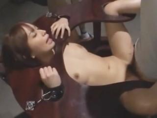 【大沢美加】失業者支援センターで性欲処理用の肉便器として拘束されて労働者に凌辱されるS級美少女