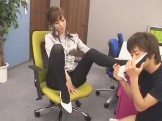 【澤村レイコ】《脚フェチ》黒タイツが似合う美脚熟女がスーツ姿で足コキプレイ!(高坂保奈美、高坂ますみ)