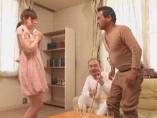【辻あずき】ソファーに座って股を開いてバイブオナニーさせられるロリ娘