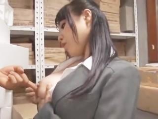 【辻井美穂】スーツ姿の爆乳ボイン生保レディがお客様の肉棒にしゃぶりついてフェラ抜きごっくん!