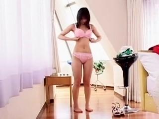 【佐藤ひろ美】ホットパンツ姿で吐息を漏らしながら男に跨り腰を振る清楚なお嬢様系のお姉さん