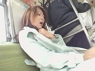 【若林樹里】コート一枚のスレンダーギャルが電車の中でバイブを使った羞恥露出オナニーで感じまくり!