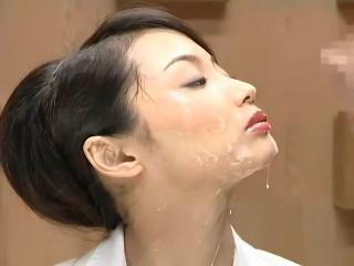 【澪花】淡々とニュース原稿を読み上げながら大量顔射で綺麗な顔を汚される美人アナウンサー