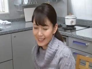 【三浦恵理子】「ママがすぐ元気にしてあげるわよ♪」息子を元気づけるためにフェラ抜きする美熟女母