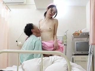 入院中に彼女が抜いてくれず、溜まってしまった僕は1人でこっそりオナニー。物音に気づいた美人ナースにバレて、内緒で色々してもらった!! 2 宮瀬りこ