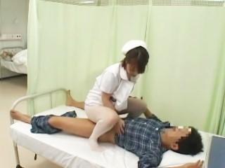 「欲求不満の看護師が仕事中にしかけるパンチラで勃起したらヤられた」 VOL.2 大沢のぞみ