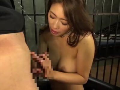 牢屋監禁陵辱!!男達に犯される美熟女 小早川怜子