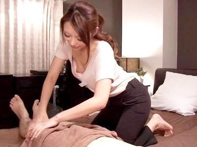ビジネスホテルのマッサージ師の胸チラで股間が反応してしまった俺